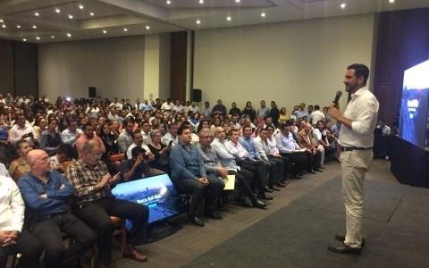 Yunes Márques se reúne con clase política del sur, dice que no es acto anticipado