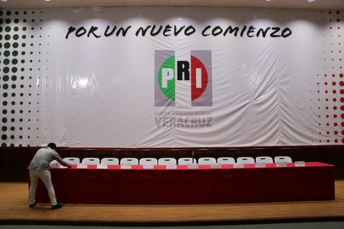 Legisladores y exfuncionarios aspiran a una diputación por el PRI