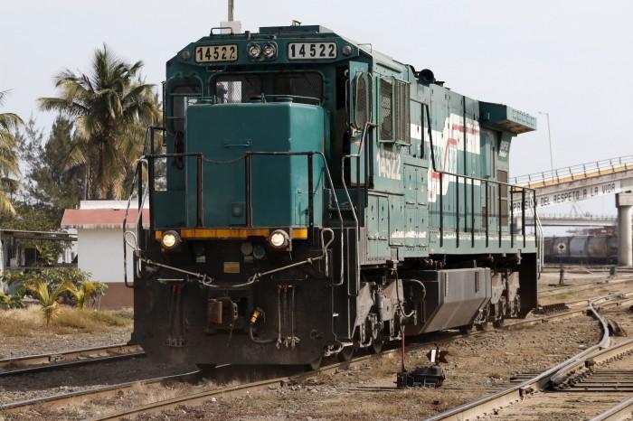 Tren de pasajeros Veracruz-CDMX es inviable: Víctor Flores