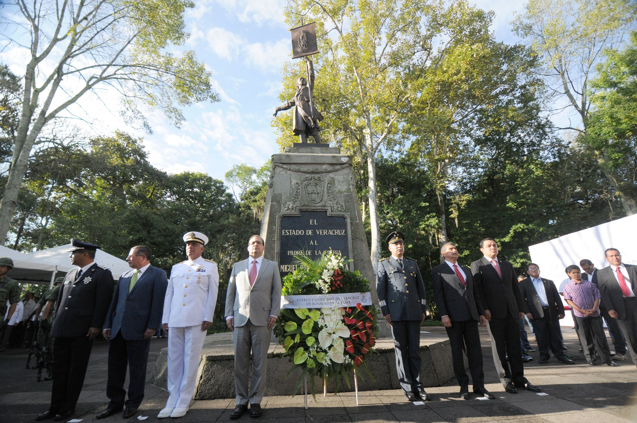 Encabeza Javier Duarte Guardia de Honor ante monumento a Miguel Hidalgo