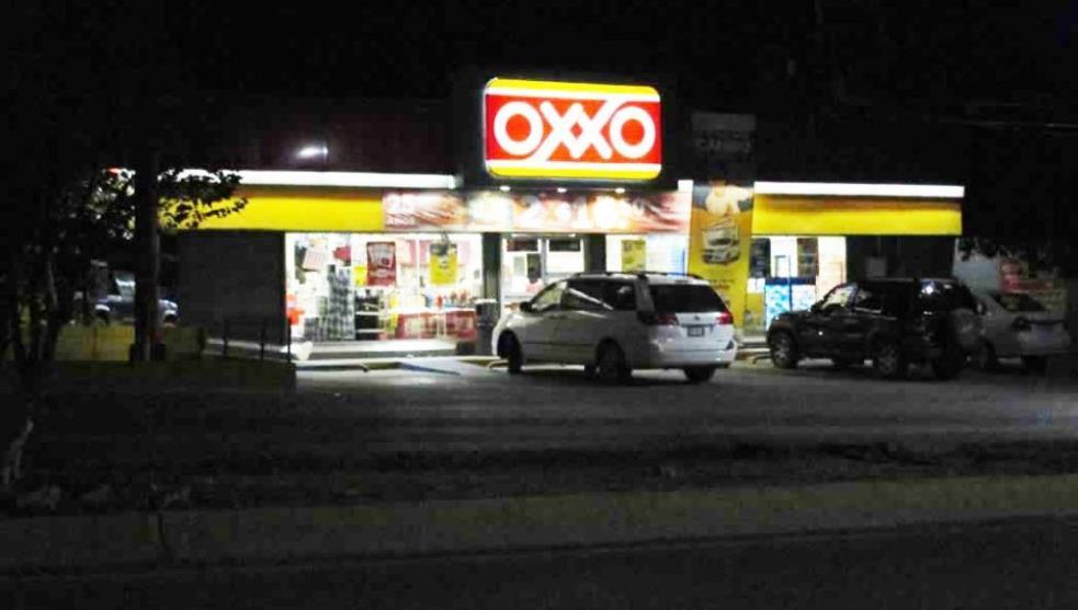 Con cuchillos y bates cometen ola de robo a OXXOS