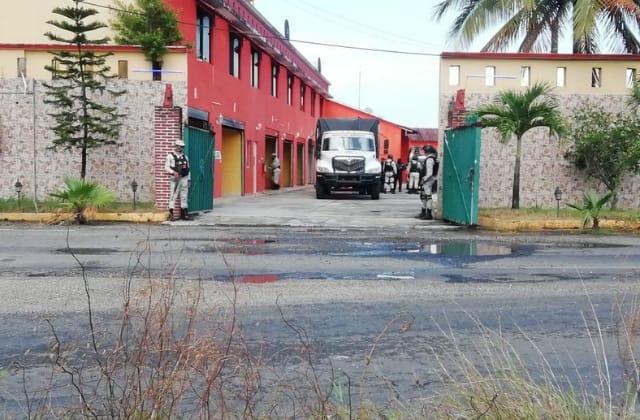 Rescatan a migrantes en motel de Minatitlán; hay dos detenidos