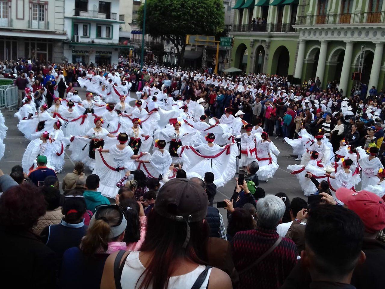 Así se vivió el récord la bamba en el centro de Xalapa, Veracruz