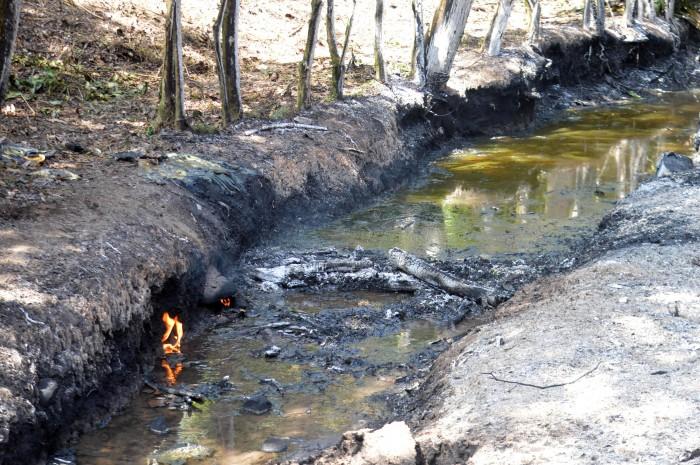 Omealca: Se fugan cientos de litros de gasolina en toma clandestina