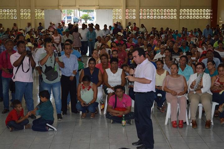Atiende Pepe Yunes a familias y productores afectados por huracán Franklin