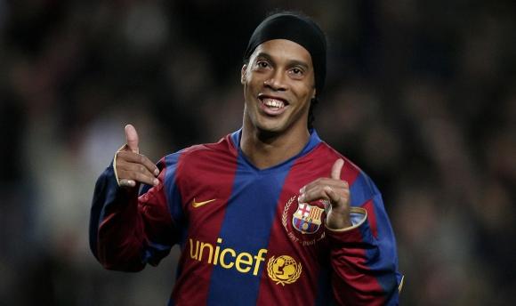 Ronaldinho pide disculpas, la culpa fue de organizadores, dice