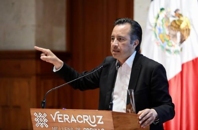 """Oposición deja solo a Cuitláhuac con pacto; él dice """"los respeta"""""""