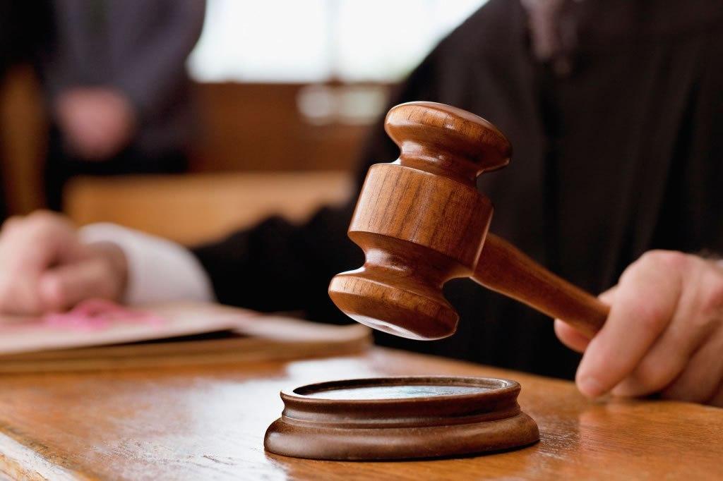 Suspenden a jueces que liberaron a presunto femicidia de Abril
