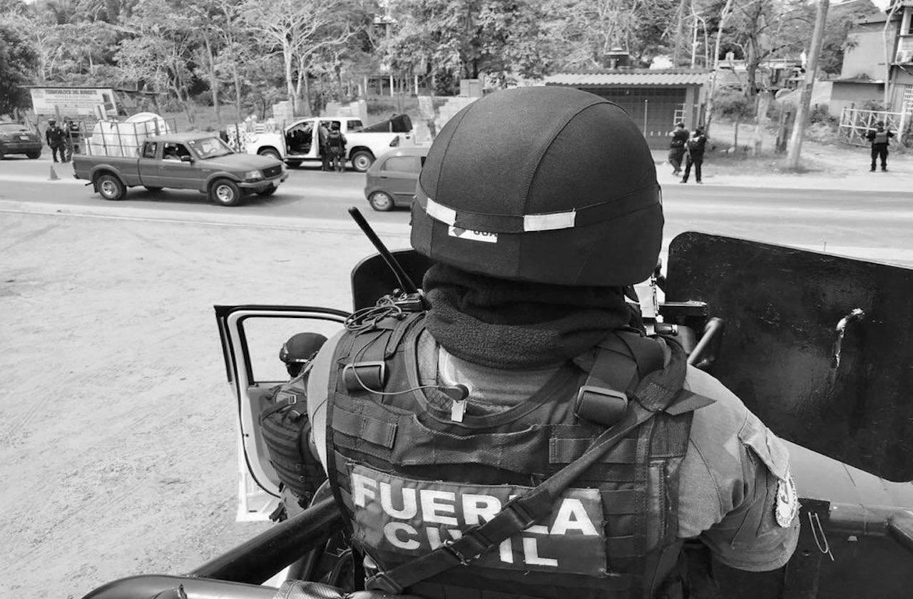 Emboscan a Fuerza Civil en Playa Vicente; 4 policías graves y 1 muerto