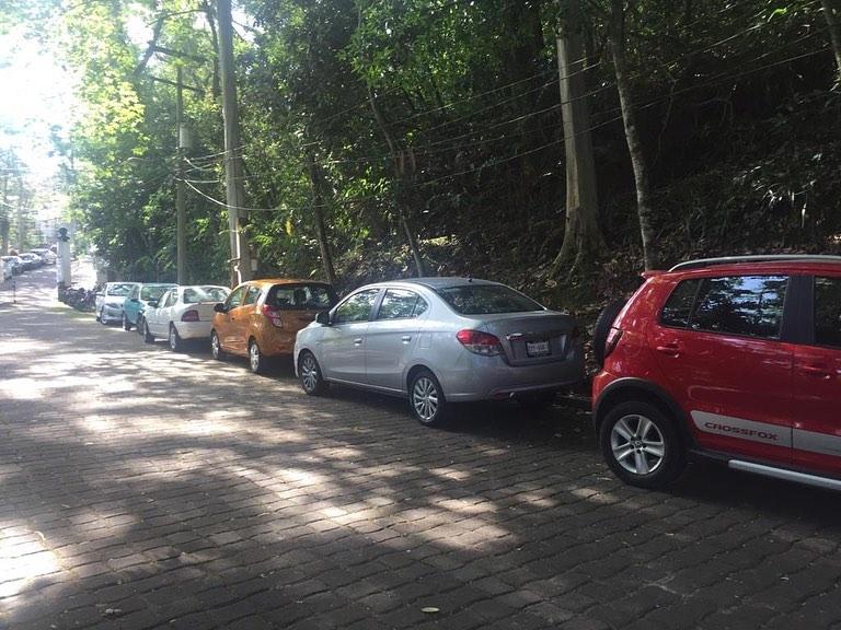 Una vez más, invaden caminos del parque El Haya con automóviles de oficinistas