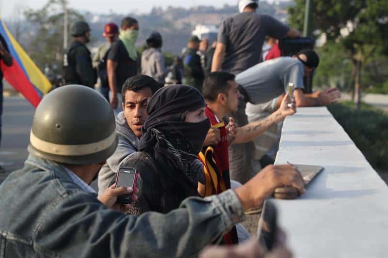 Venezuela: líder opositor es liberado por militares, llaman a levantamiento contra Maduro
