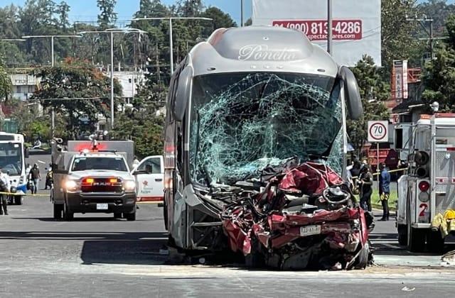 Dos muertos en aparatoso accidente sobre bulevar Xalapa-Banderilla