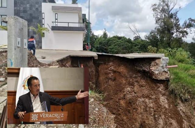 Cuitláhuac 'echa bolita' a inmobiliaria por deslave en Lucas Martín