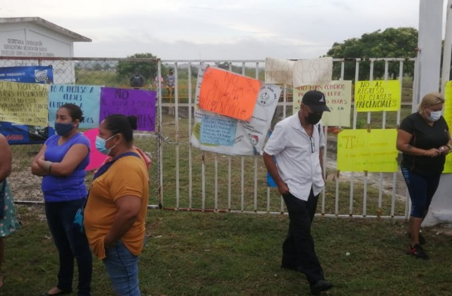 Sin agua ni luz, escuela en Coatza pide a la SEV continuar virtual