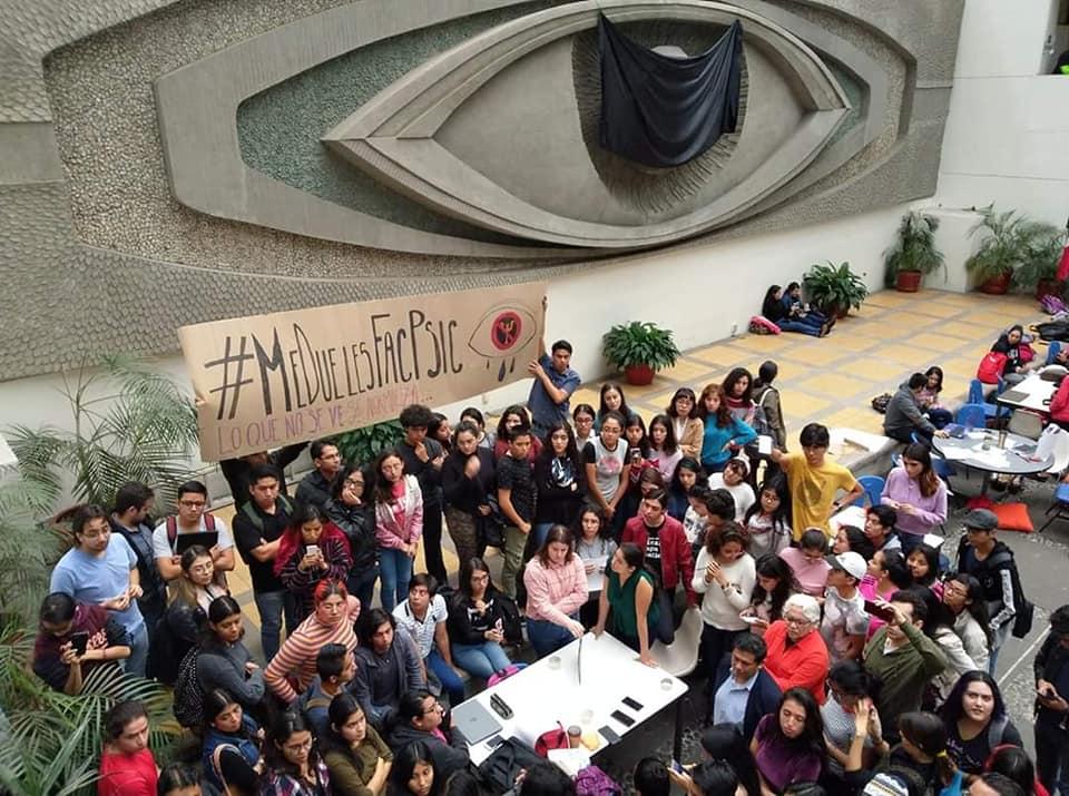En sesión privada, alumnos de Psicología UV confrontan a directivos por acoso