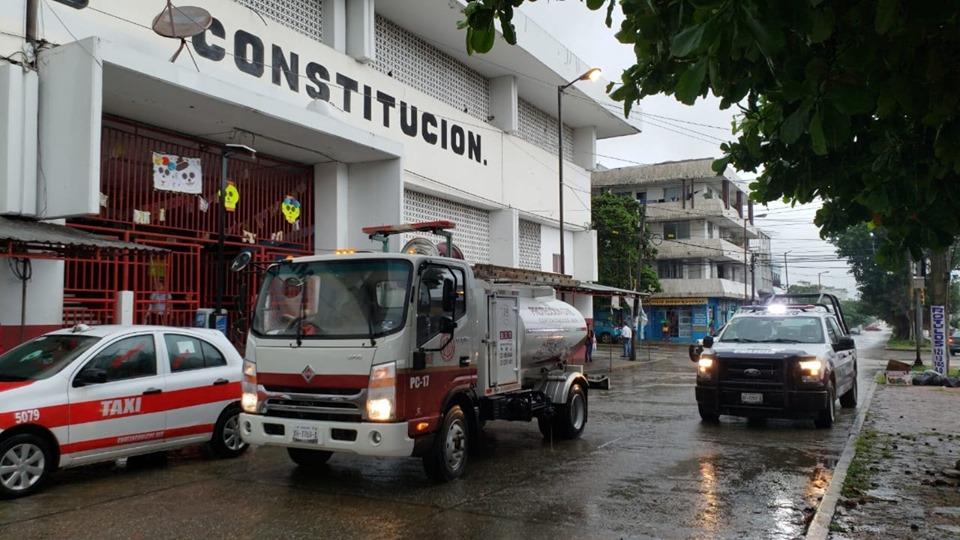 Ante posible incendio, evacuan mercado Constitución en Coatzacoalcos