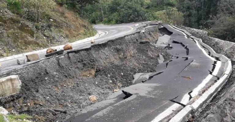 Reportan deslave y fractura en la carretera Tequila-Tehuipango