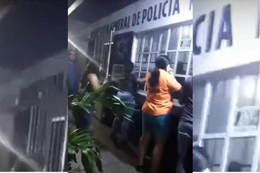 Se desata motín, policías habrían disparado contra vecinos de Vega de Alatorre