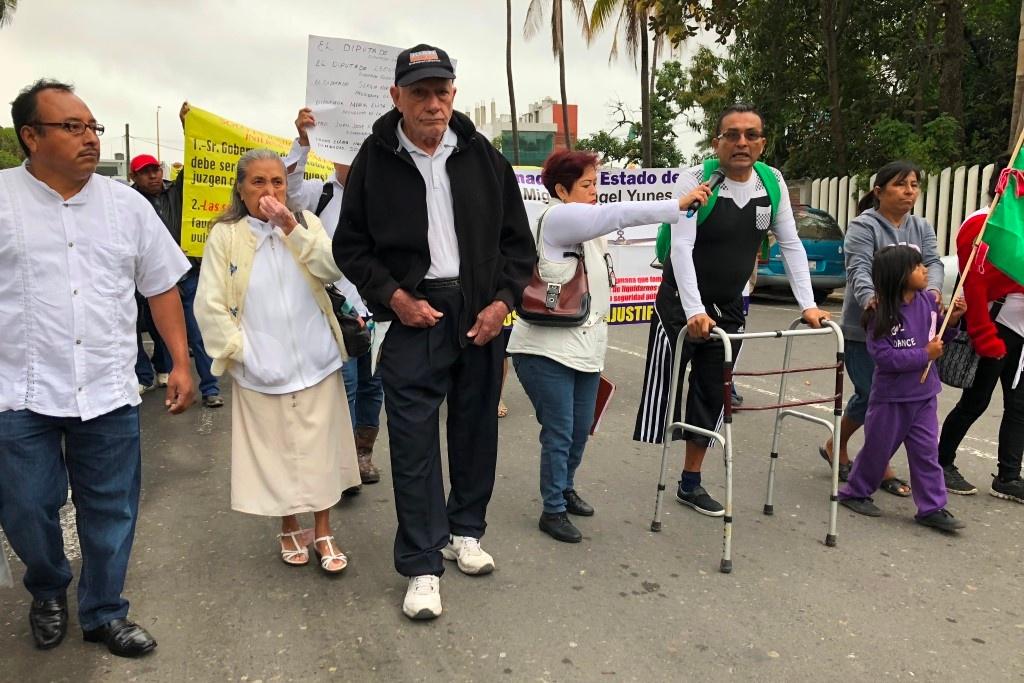 Acusan expolicías de Poza Rica violación a sus derechos laborales