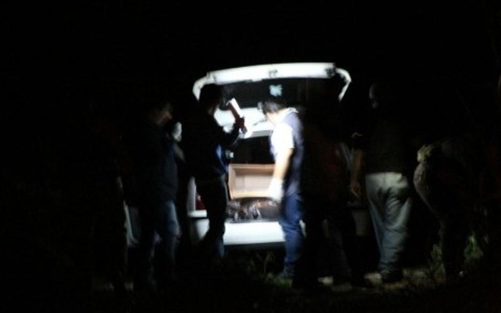 Encuentran auto con restos humanos en Amatlán de los Reyes