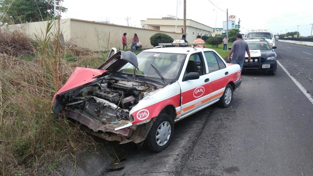 Taxista provoca accidente en Tamarindo, Veracruz