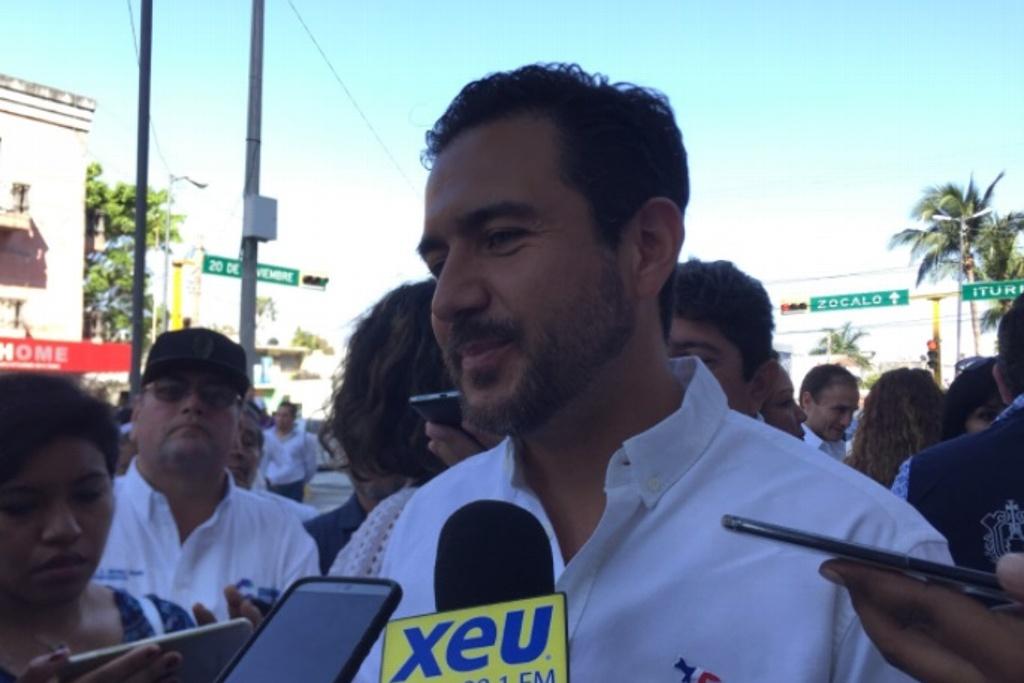 Yunes Márquez aparece en evento de su padre en periodo de intercampañas