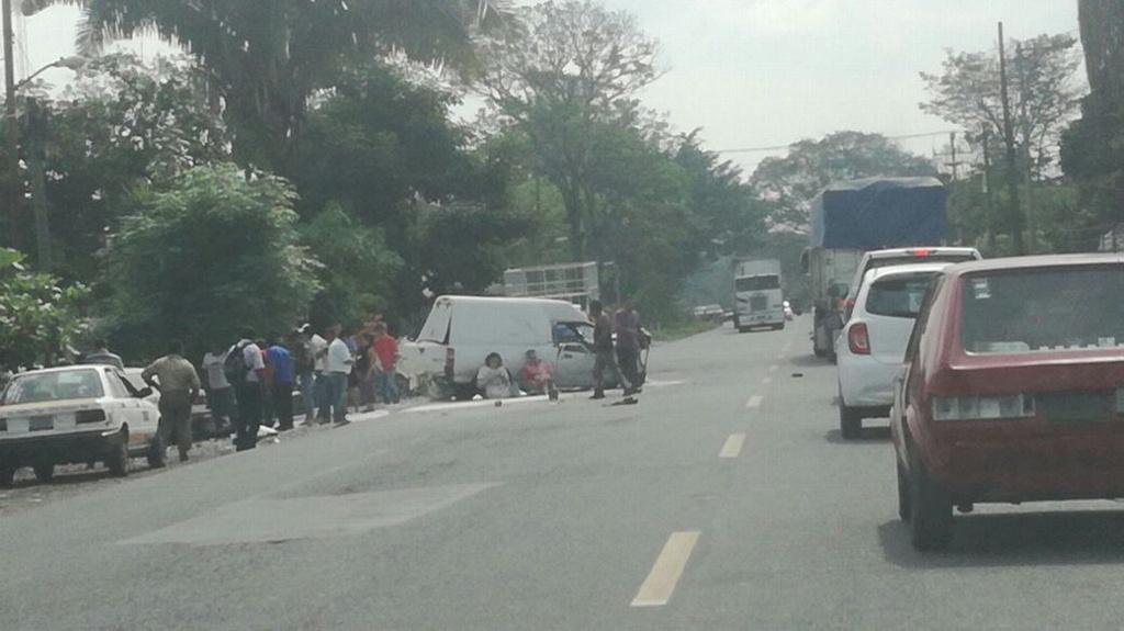 En Amatlán, accidente deja una persona muerta y cinco heridos