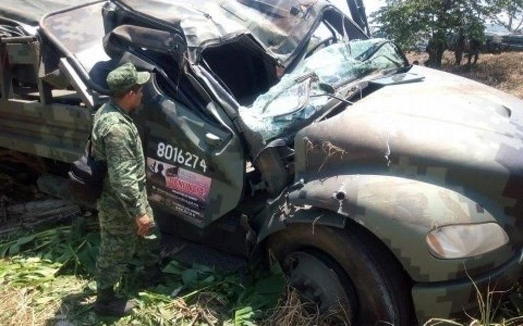 9 soldados heridos de gravedad por volcadura en Acayucan