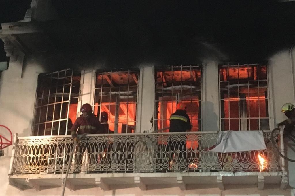 Se incendia mueblería en pleno centro de la ciudad de Veracruz