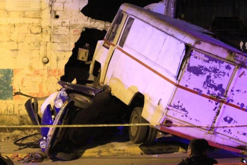 Accidente en Xalapa deja una menor de edad y una mujer muertas