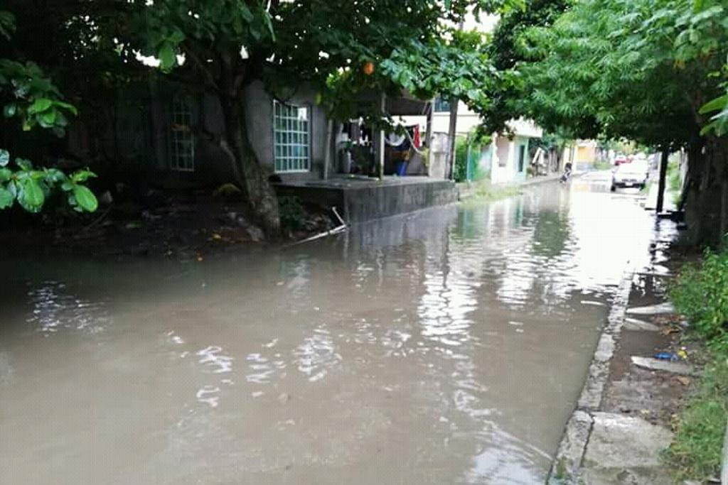 Inundación tras desbordamiento de Laguna en Antón Lizardo
