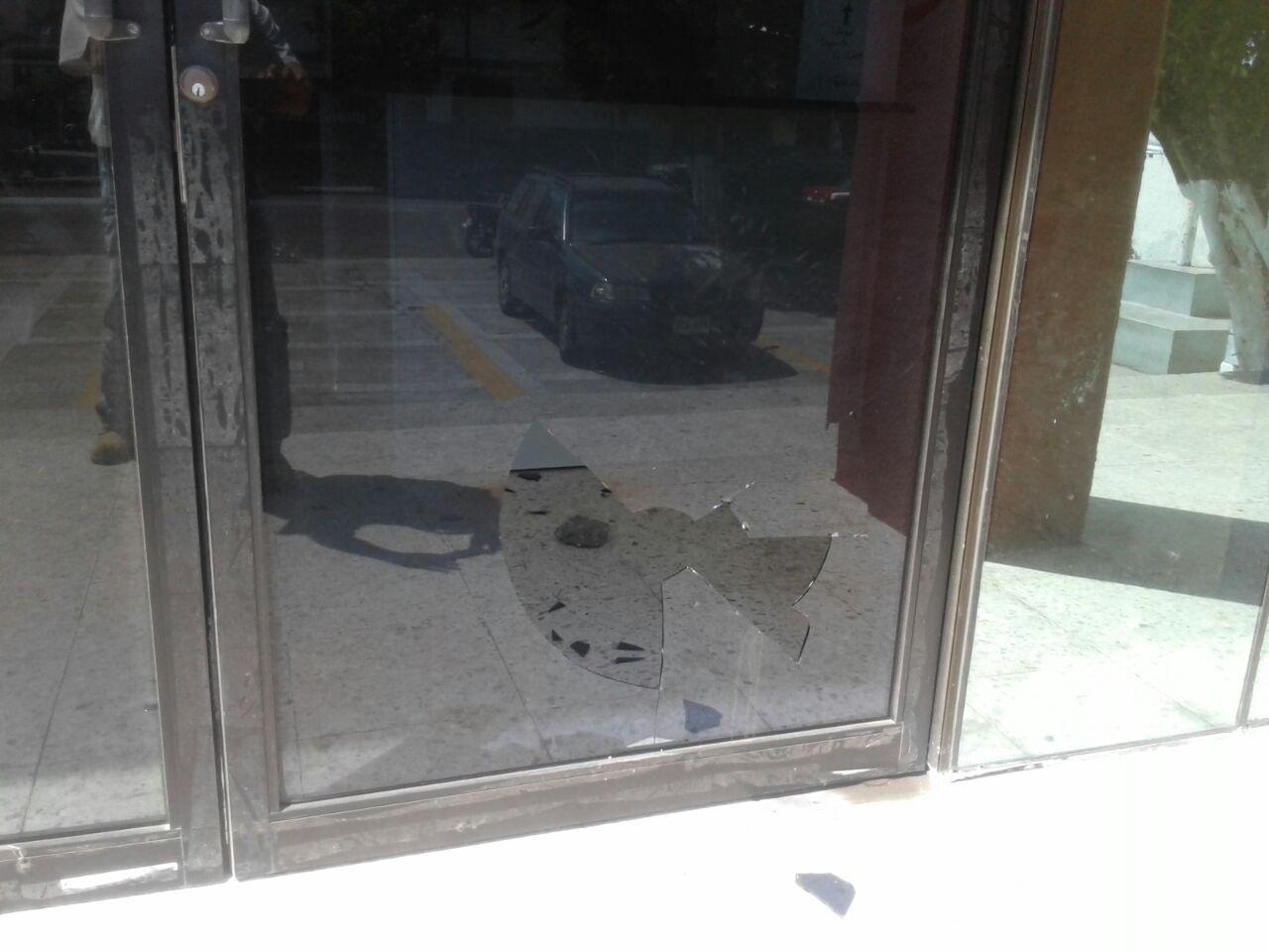 Con piedras y palos atacan sede del PRI en la ciudad de Veracruz