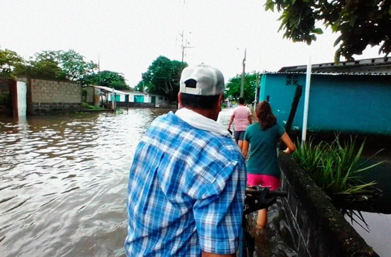 """""""No nos dio tiempo de salvar nada"""", José sufrió inundación en Lerdo"""