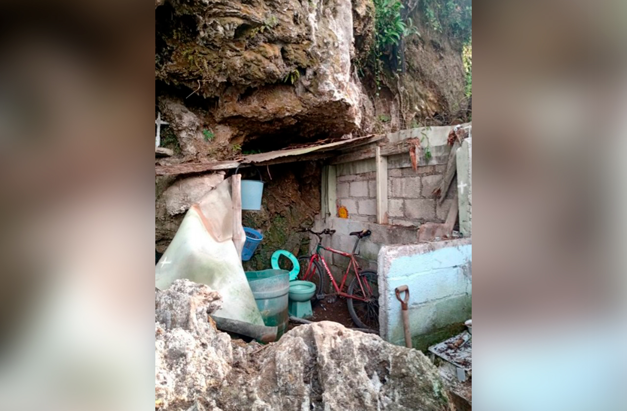 Tras fuertes lluvias, cae piedra sobre vivienda en Orizaba