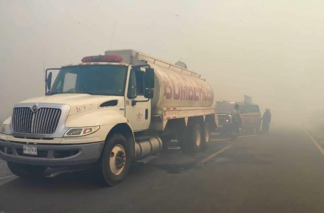"""Incendio en """"Las Matas"""" genera cierre de carretera en el sur"""