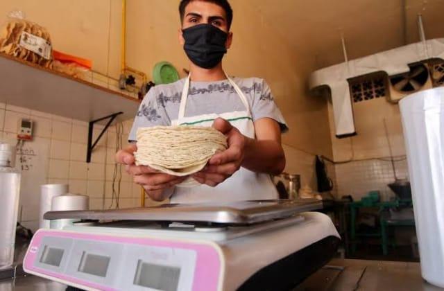 Adiós taquitos baratos... en Xalapa aumentará precio de tortilla