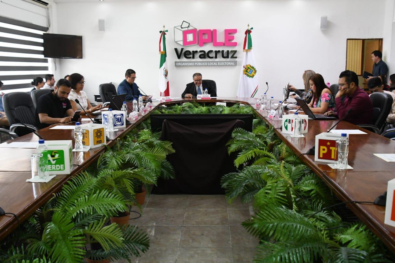 Firman boletas reimpresas tras faltante en Camerino Z. Mendoza