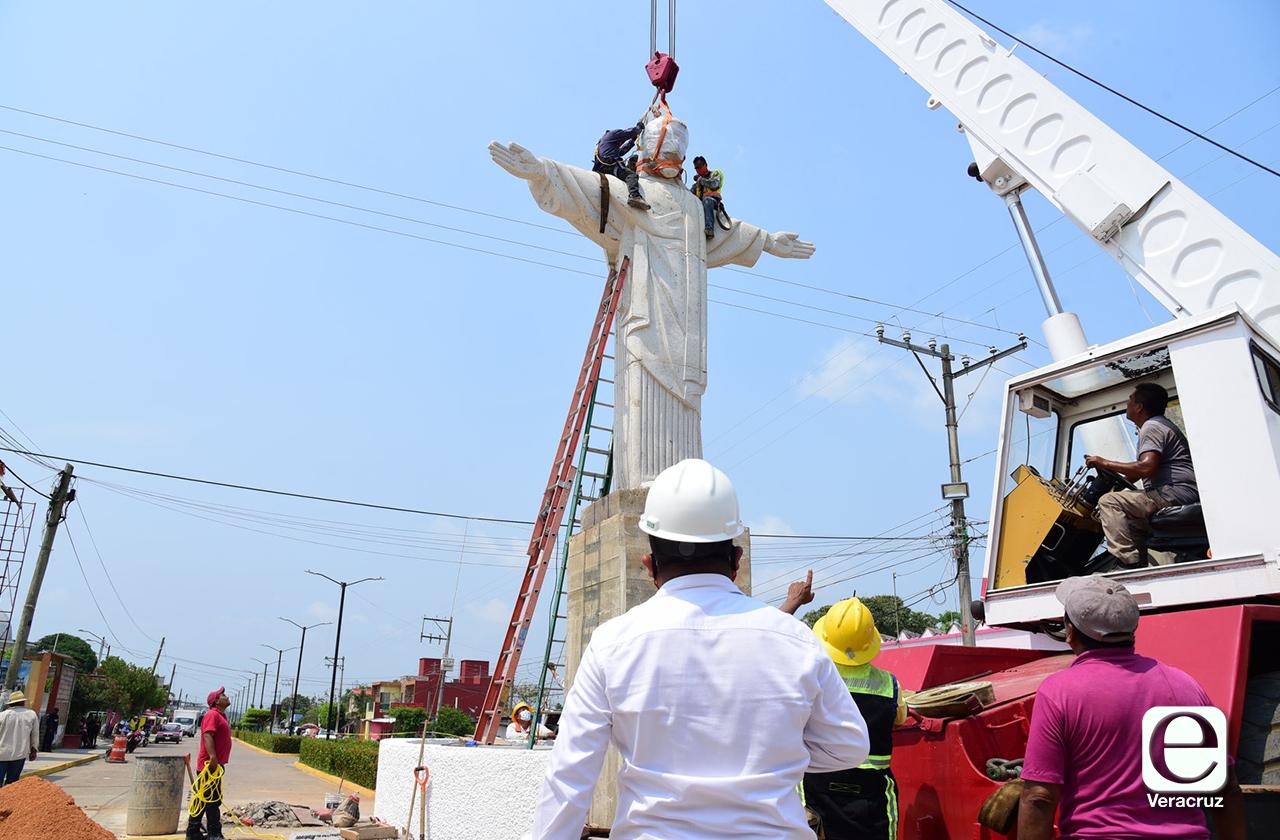 Alcalde instala estatua de Cristo en Soconusco, dice que ayudará con el covid