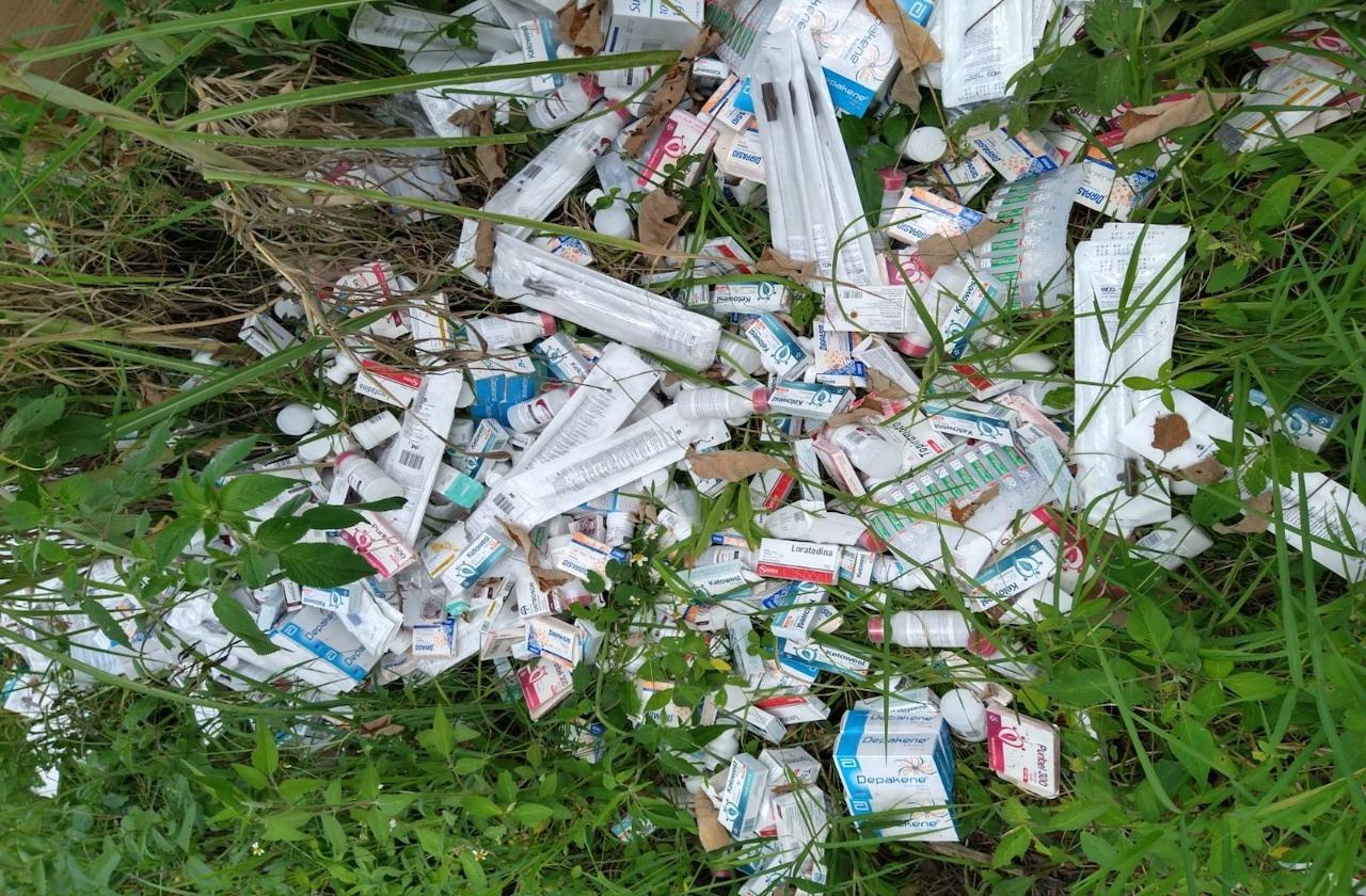 Abandonan 7 mil medicamentos en predio de El Castillo, en Xalapa