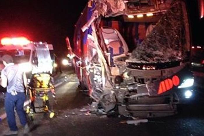 Aparatoso accidente entre autobuses en la Córdoba-Veracruz