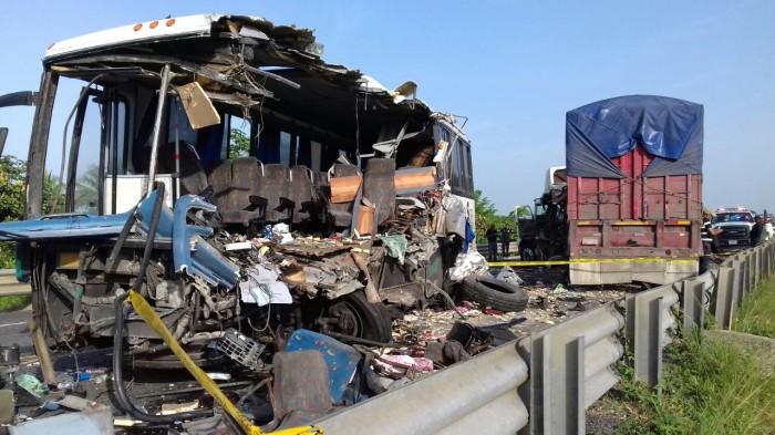 Suman 16 accidentes carreteros y 11 muertos durante vacaciones