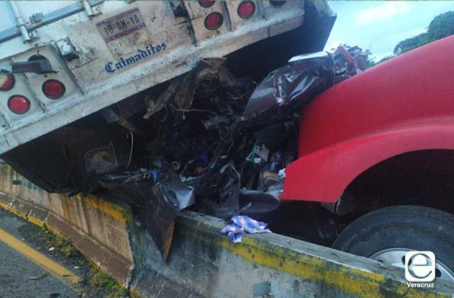Accidente en carretera La Tinaja-Cosoleacaque deja 3 muertos