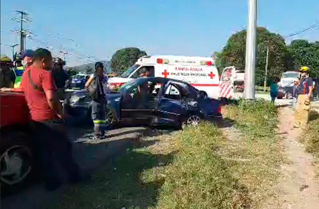 Choque múltiple en Amatlán deja 6 personas lesionadas