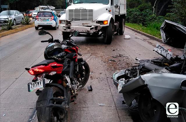 Se registran tres accidentes en carretera Xalapa-Coatepec