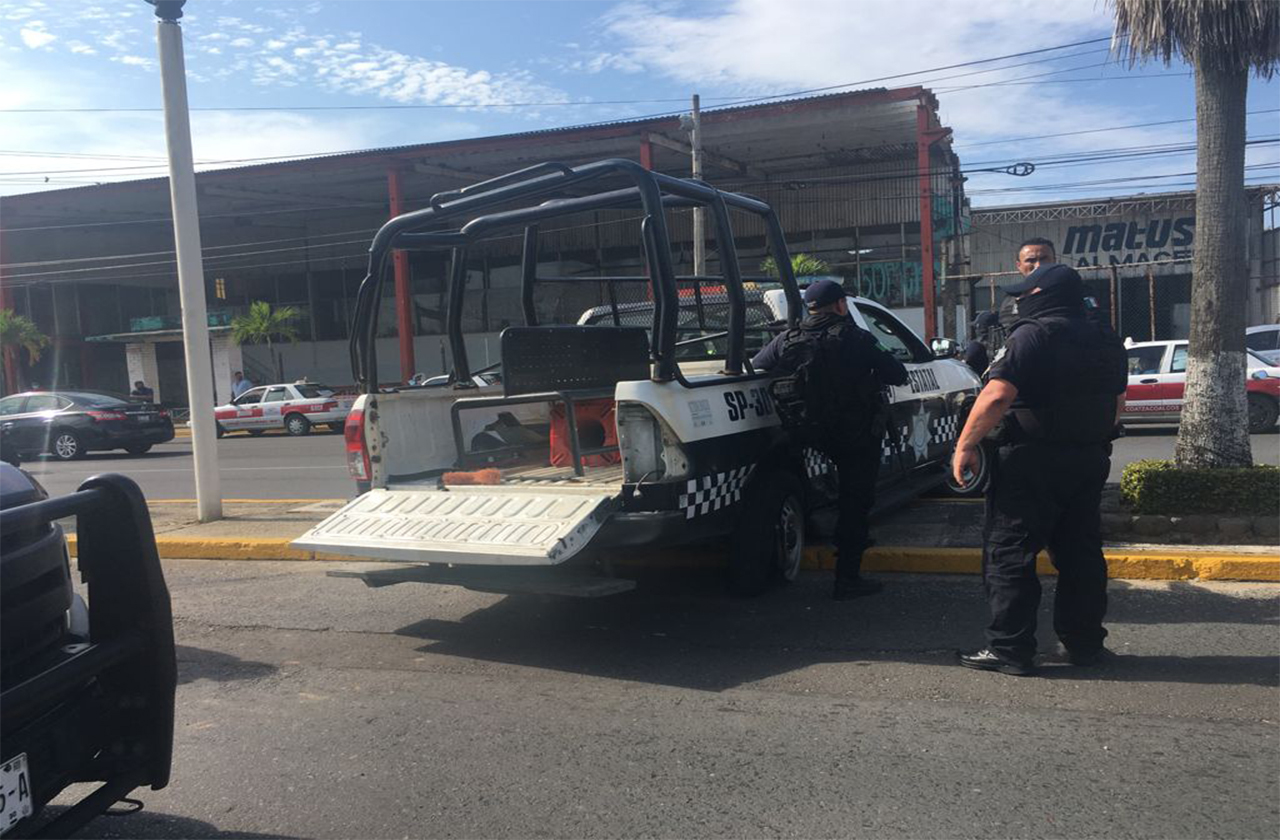 Choca patrulla de SSP contra pipa de gas en Coatza; 3 policías lesionados