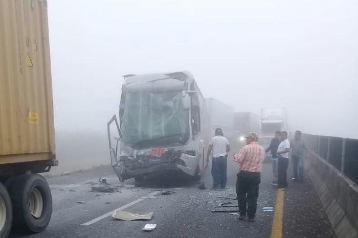 Se accidenta autobús ADO en la autopista Cosamaloapan-Isla