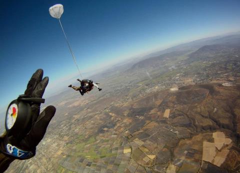 Mueren tras falla de paracaídas