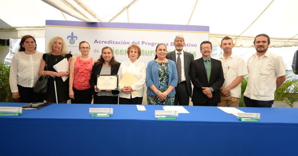 Física UV recibió reconocimiento de acreditación de calidad
