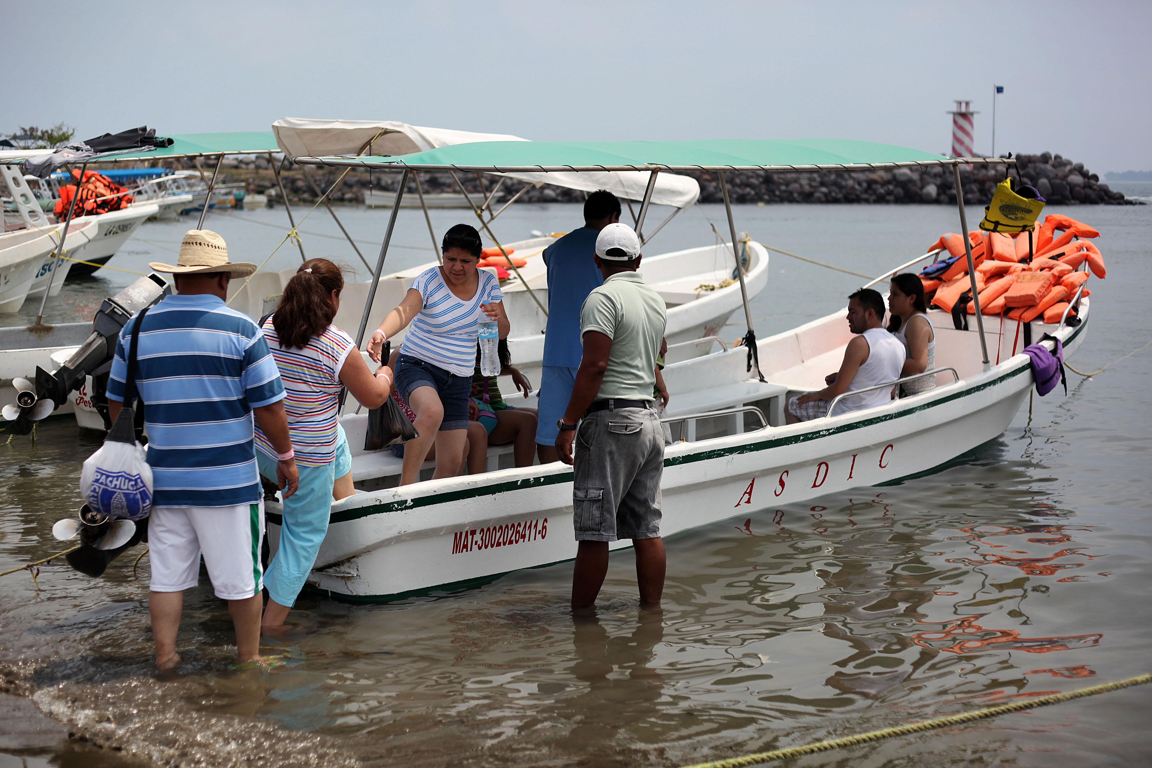 Cancelan recorridos turísticos en lancha por rachas de viento