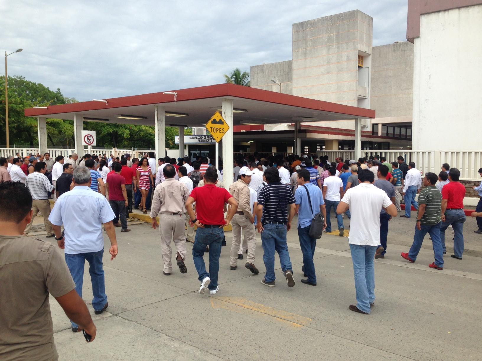 Trabajadores de Pemex Poza Rica protestan por inseguridad